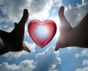 manos corazon amor