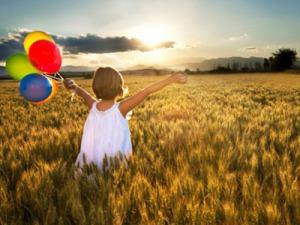 niña globos