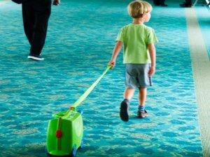 niño viajando