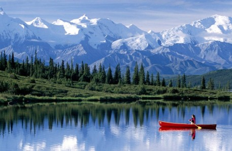 montaña nieve barca rio