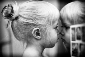 niña espejo