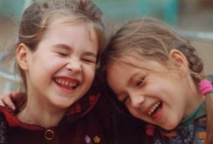 niñas alegria risa