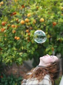 mujer burbuja