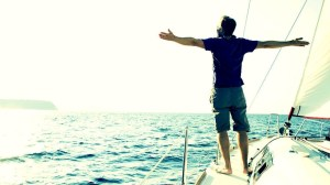 solteroyfeliz hombre barco oceano mar agua