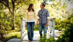 pareja puente hombre mujer