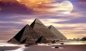 piramidekeops01500