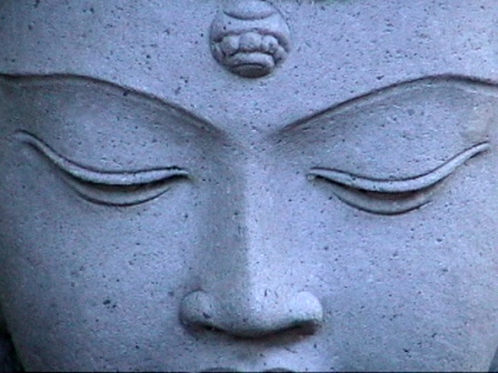 meditar buda estatua piedra