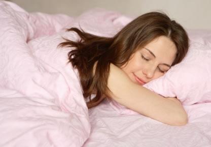 dormir-bien mujer sueño sonreir