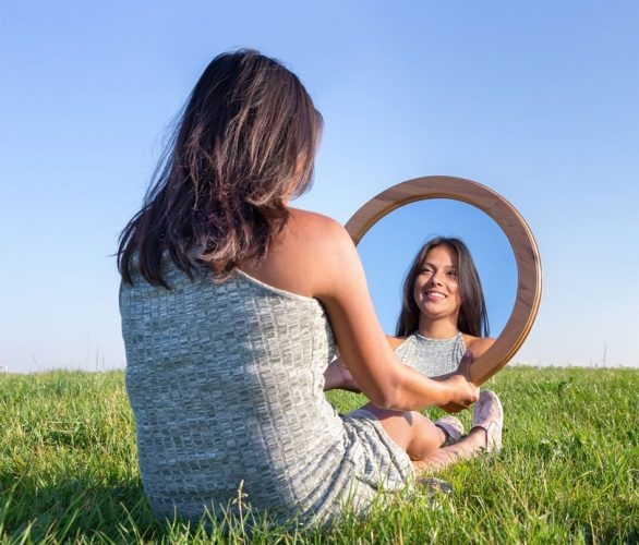Aplicando la ley del Espejo como una manera de reorganizar nuestro interior